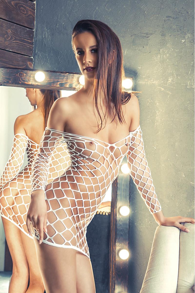 Платье бесшовное с рукавами, крупная сетка, белое, S/L