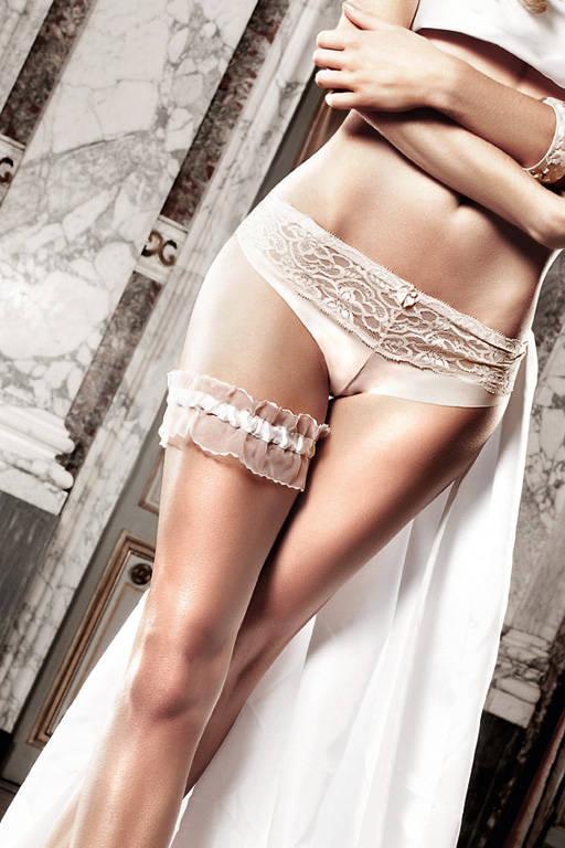 Подвязка из тюля с рюшечками, белая