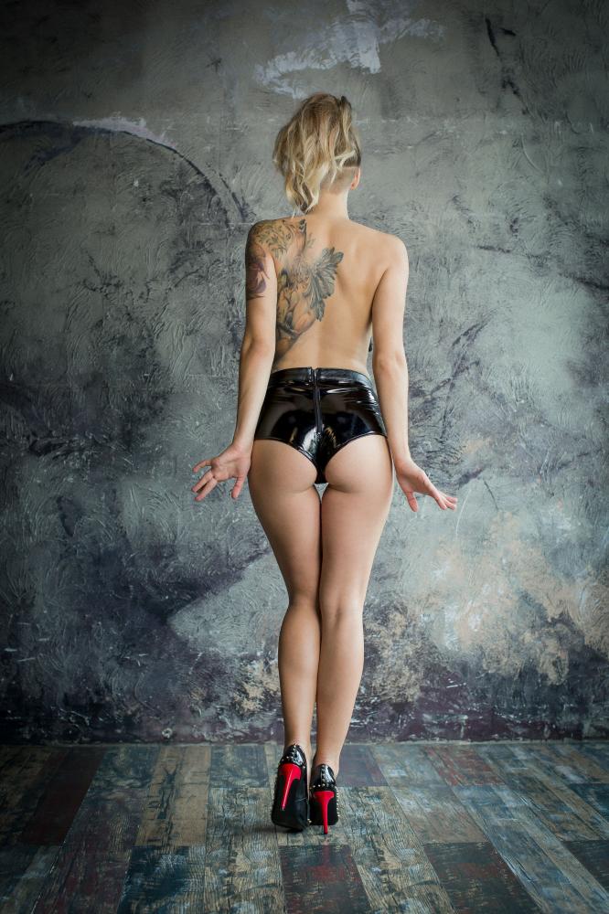 НОВИНКА! Трусики для страпона NO MERCY FASTER, эко- кожа,  лаковые вставки, черные, разм.  M/L