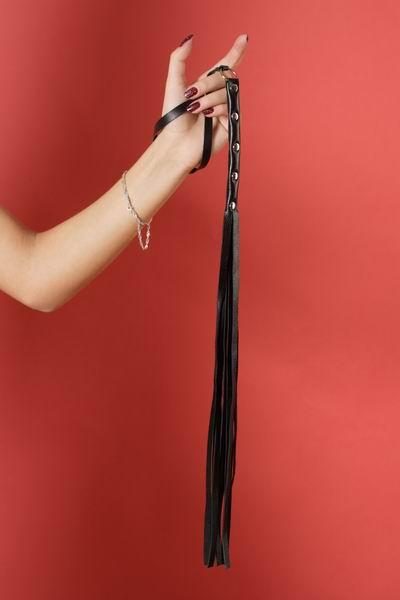 Плетка 9 полос, натуральная кожа, длина полос- 30 см, длина ручки - 15 см